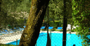 bifamiliare con piscina